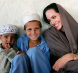 Anjelina Jolie in Pakistan (10)