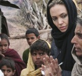 Anjelina Jolie in Pakistan (12)