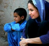 Anjelina Jolie in Pakistan (13)