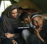 Anjelina Jolie in Pakistan (2)