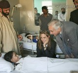 Anjelina Jolie in Pakistan (22)