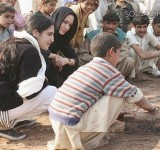 Anjelina Jolie in Pakistan (23)