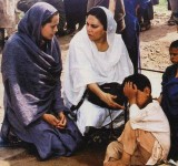 Anjelina Jolie in Pakistan (26)