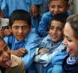 Anjelina Jolie in Pakistan (3)