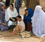 Anjelina Jolie in Pakistan (4)