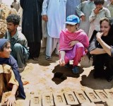 Anjelina Jolie in Pakistan (6)