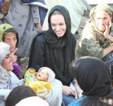 Anjelina Jolie in Pakistan (8)